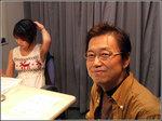 隊長、岡田さんのプロフィールを確認中…。